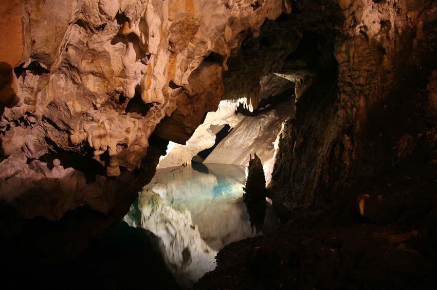Cueva de Vrelo