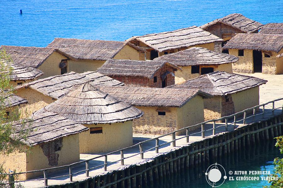 Palafitos de la Bahía de los Huesos en el lago Ohrid
